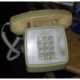 Teléfono Antiguo En Uso
