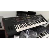 Piano Yamaha Mox6